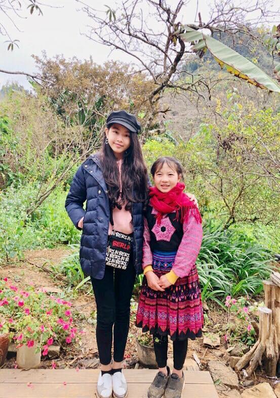 Khoe ảnh cả gia đình du lịch Mộc Châu, 2 con gái Quyền Linh được người xem tấm tắc thần thái như hoa hậu-10