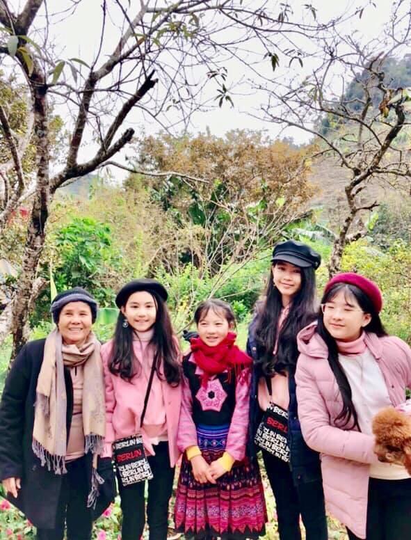 Khoe ảnh cả gia đình du lịch Mộc Châu, 2 con gái Quyền Linh được người xem tấm tắc thần thái như hoa hậu-4