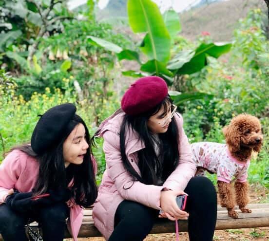 Khoe ảnh cả gia đình du lịch Mộc Châu, 2 con gái Quyền Linh được người xem tấm tắc thần thái như hoa hậu-11