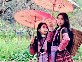 Khoe ảnh cả gia đình du lịch Mộc Châu, 2 con gái Quyền Linh được người xem tấm tắc thần thái như hoa hậu