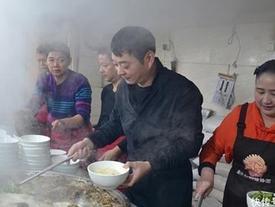 Quán mì bán được hơn 1.000 bát mỗi ngày nhờ vào thứ gia vị quán nào cũng có