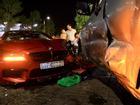 BMW phóng qua dải phân cách, tông xe máy và ôtô ở Sài Gòn