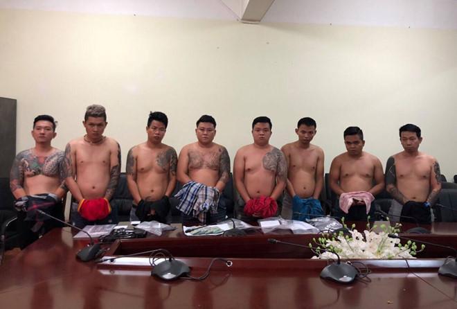Cảnh sát vây bắt băng cho vay nặng lãi khi vừa xuống Tân Sơn Nhất-1