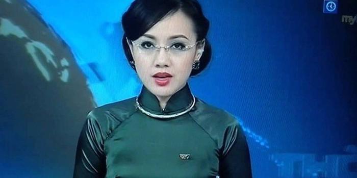 MC truyền hình mặc áo gây liên tưởng đến của quý-5