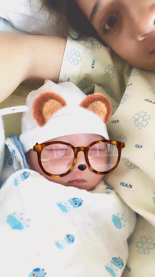 Clip hot về tình phụ tử: Em rể Nhã Phương đứng ngoài cửa phòng sinh khóc nức nở khi con trai chào đời-1