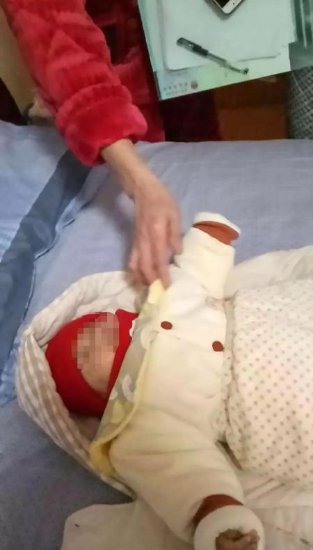 Mẹ hành hạ con sơ sinh rồi quay clip để dằn mặt chồng-2