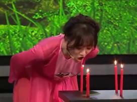 CHẾT CƯỜI: Hari Won gồng mình hát opera vẫn không thể thổi tắt hết số nến đang cháy