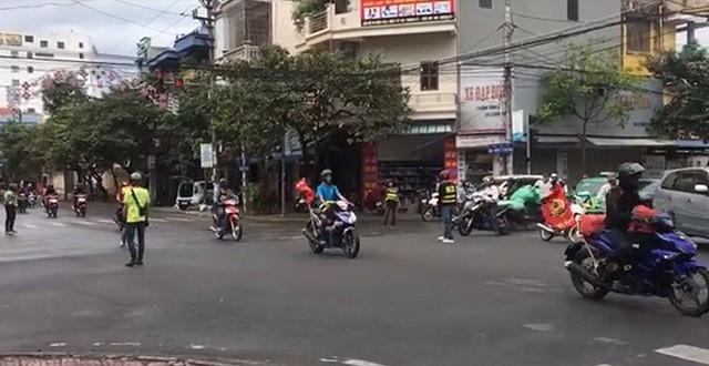 Nam Định: Triệu tập đoàn phượt thủ chặn ngã tư giành đường như... xe ưu tiên-1