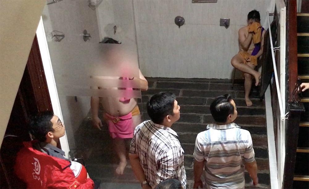 Cảnh sát đột kích động thác loạn đồng tính nam ở Sài Gòn-2