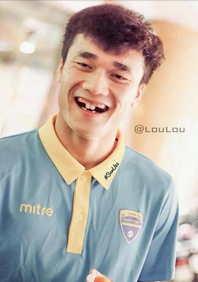 Phong độ ngời ngời khi bị chế ảnh răng móm, cầu thủ tuyển Việt Nam khiến người xem thốt lên không mê nổi-8