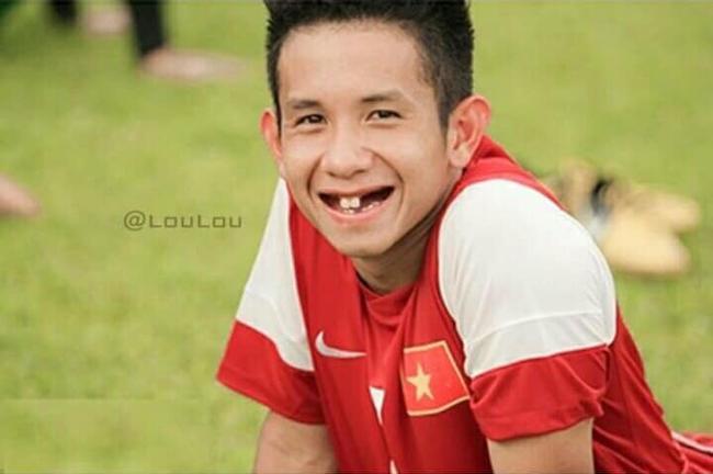 Phong độ ngời ngời khi bị chế ảnh răng móm, cầu thủ tuyển Việt Nam khiến người xem thốt lên không mê nổi-10