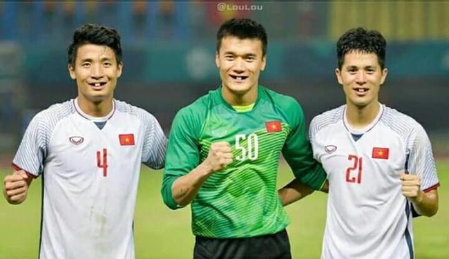 Phong độ ngời ngời khi bị chế ảnh răng móm, cầu thủ tuyển Việt Nam khiến người xem thốt lên không mê nổi-11