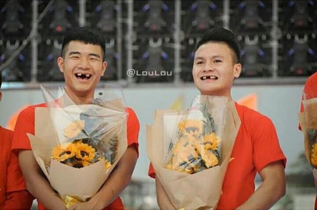 Phong độ ngời ngời khi bị chế ảnh răng móm, cầu thủ tuyển Việt Nam khiến người xem thốt lên không mê nổi-13