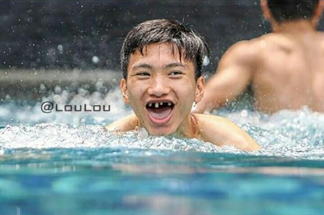 Phong độ ngời ngời khi bị chế ảnh răng móm, cầu thủ tuyển Việt Nam khiến người xem thốt lên không mê nổi-14