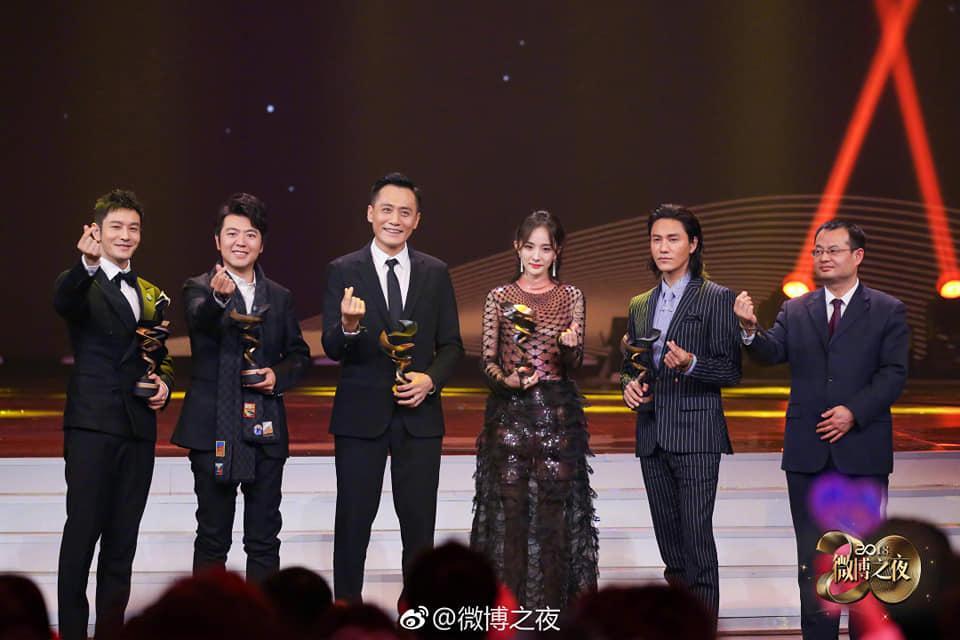 Từng bị chỉ trích vì quỵt tiền từ thiện, Dương Mịch gây bất ngờ nhận giải thưởng từ thiện của năm-1