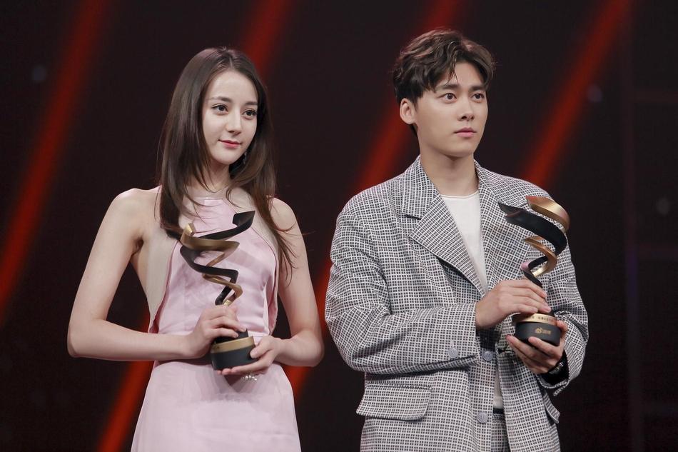 Từng bị chỉ trích vì quỵt tiền từ thiện, Dương Mịch gây bất ngờ nhận giải thưởng từ thiện của năm-5