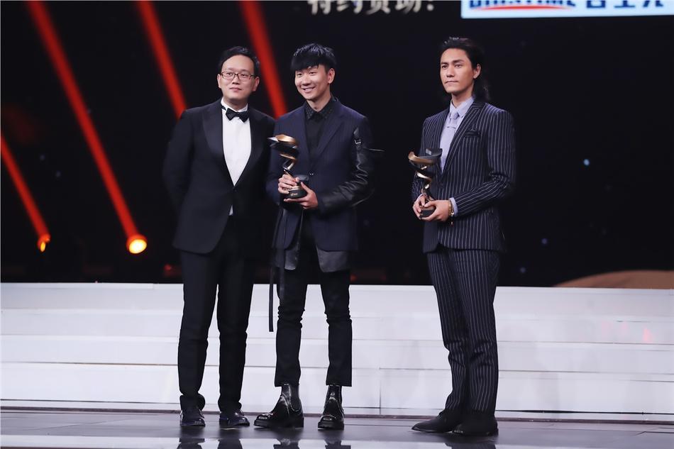 Từng bị chỉ trích vì quỵt tiền từ thiện, Dương Mịch gây bất ngờ nhận giải thưởng từ thiện của năm-7