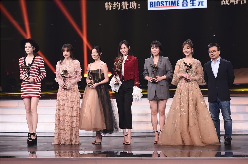 Từng bị chỉ trích vì quỵt tiền từ thiện, Dương Mịch gây bất ngờ nhận giải thưởng từ thiện của năm-8