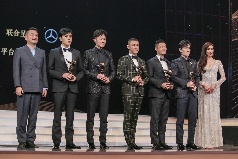 Từng bị chỉ trích vì quỵt tiền từ thiện, Dương Mịch gây bất ngờ nhận giải thưởng từ thiện của năm-9