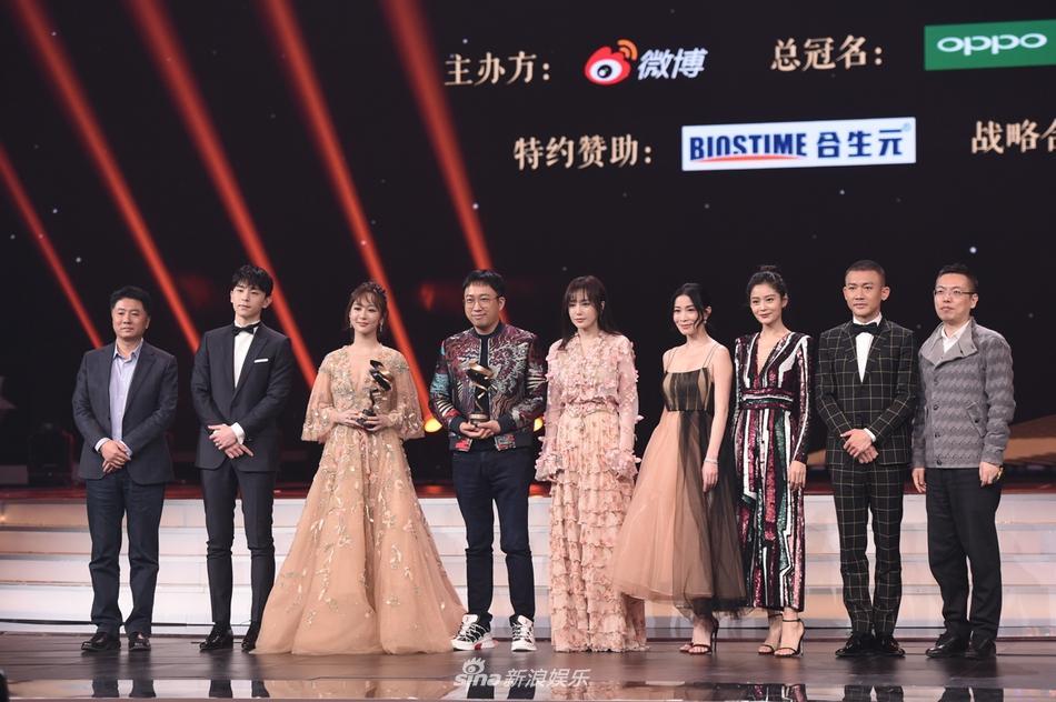 Từng bị chỉ trích vì quỵt tiền từ thiện, Dương Mịch gây bất ngờ nhận giải thưởng từ thiện của năm-10