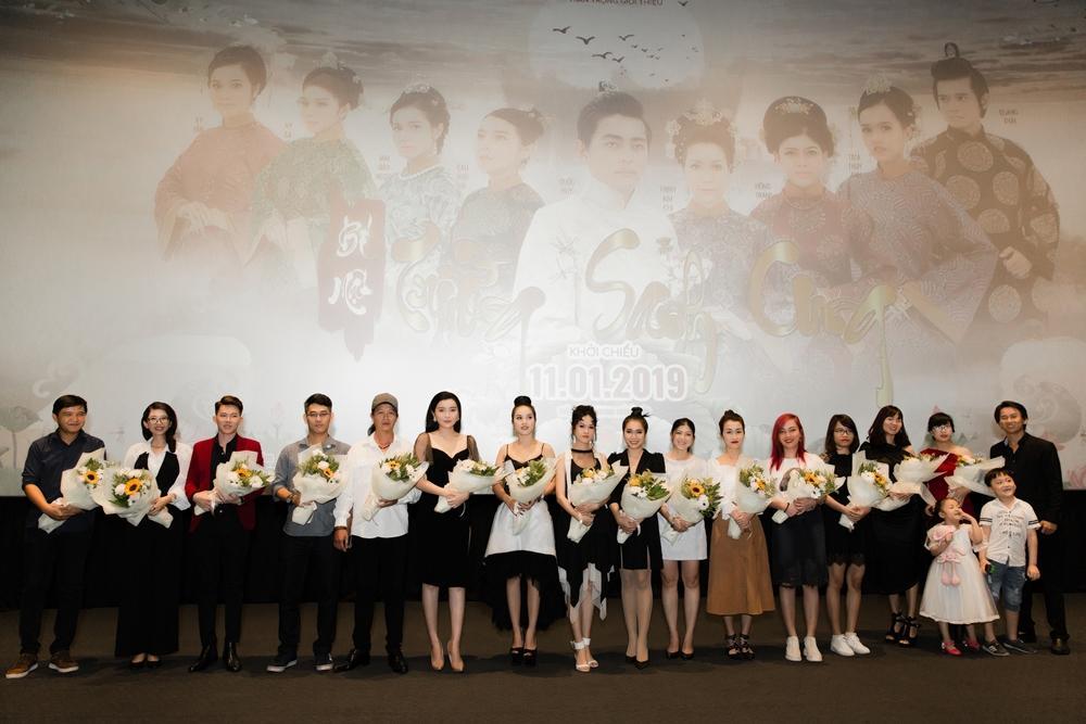 Cao Thái Hà diện váy xẻ cao quyến rũ ra mắt vai diễn trong web drama đầu tay-1