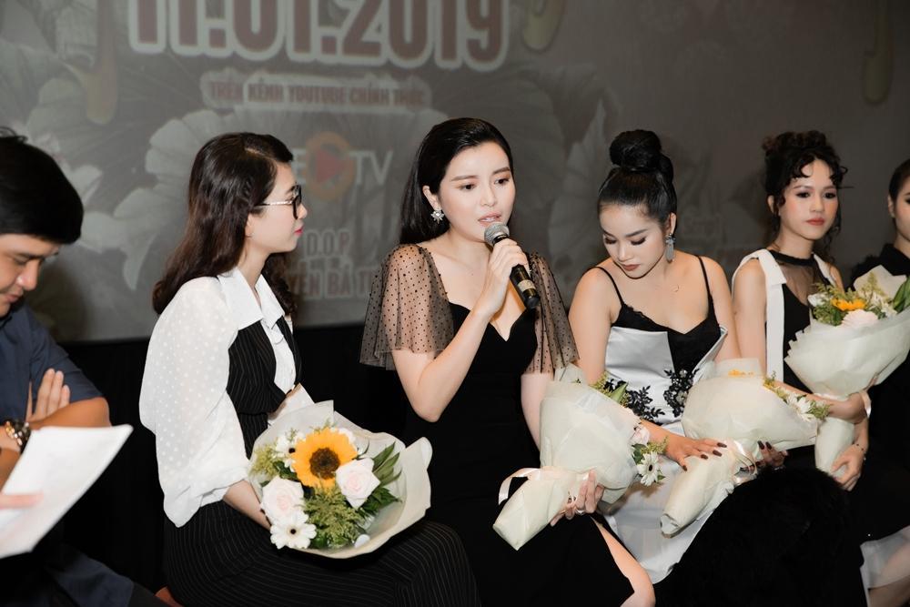 Cao Thái Hà diện váy xẻ cao quyến rũ ra mắt vai diễn trong web drama đầu tay-4