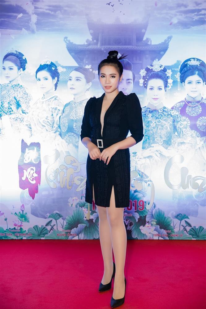 Cao Thái Hà diện váy xẻ cao quyến rũ ra mắt vai diễn trong web drama đầu tay-6