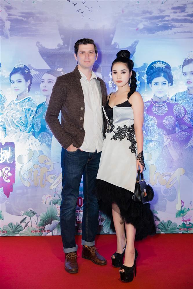 Cao Thái Hà diện váy xẻ cao quyến rũ ra mắt vai diễn trong web drama đầu tay-7