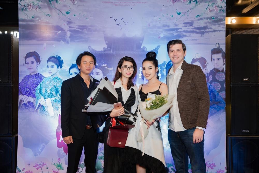 Cao Thái Hà diện váy xẻ cao quyến rũ ra mắt vai diễn trong web drama đầu tay-8
