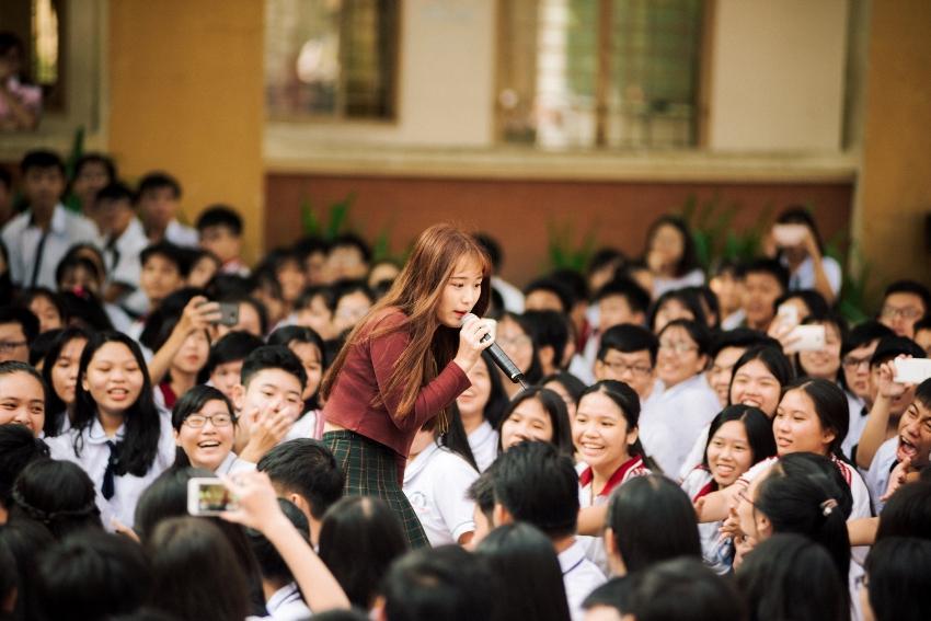 Tưởng lạ hóa ra là gương mặt thân quen: Hotgirl đình đám đến từ Hàn Quốc đại náo trường THPT Tân Bình-1