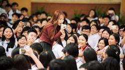 Tưởng lạ hóa ra là gương mặt thân quen: Hotgirl đình đám đến từ Hàn Quốc 'đại náo' trường THPT Tân Bình