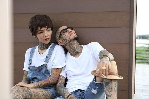 Nỗi khổ thợ xăm thấp hơn bạn gái: Mỗi lần hôn toàn nhón gót đến mỏi cả chân-7