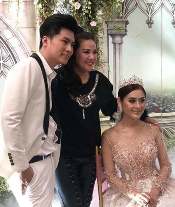 Lâm Khánh Chi thay 5 bộ váy, tiết lộ tên con trai đầu lòng trong kỉ niệm 1 năm ngày cưới-1