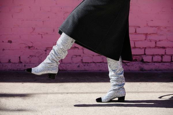 Phối đồ với giày boots lấp lánh không hề khó-2