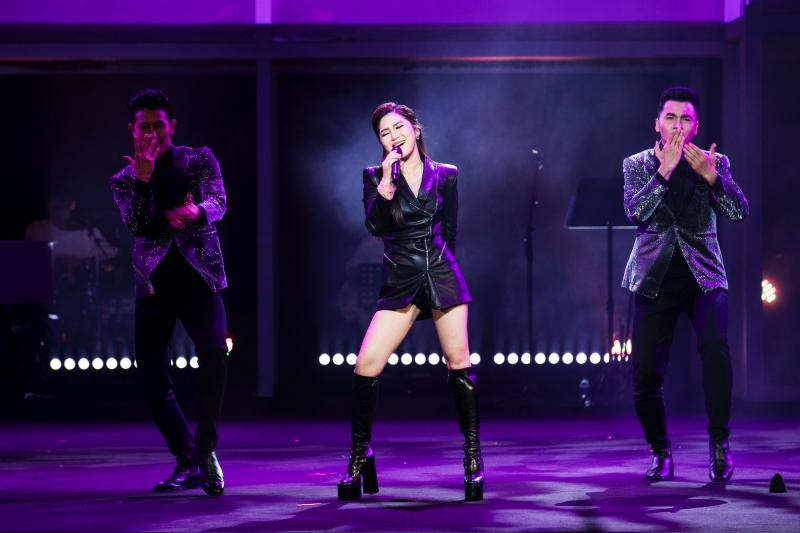 Liveshow đầu đời: Hương Tràm hát bằng hết sức bình sinh như thể ngày mai sẽ giải nghệ-2