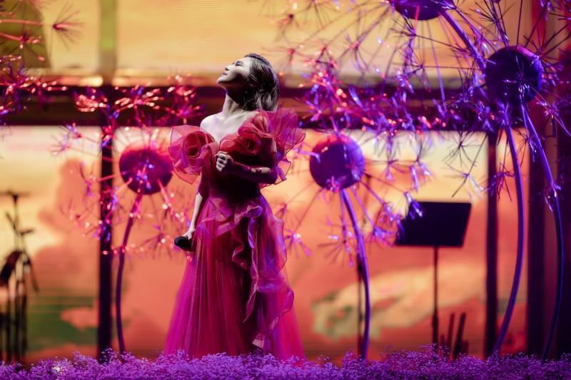 Liveshow đầu đời: Hương Tràm hát bằng hết sức bình sinh như thể ngày mai sẽ giải nghệ-6