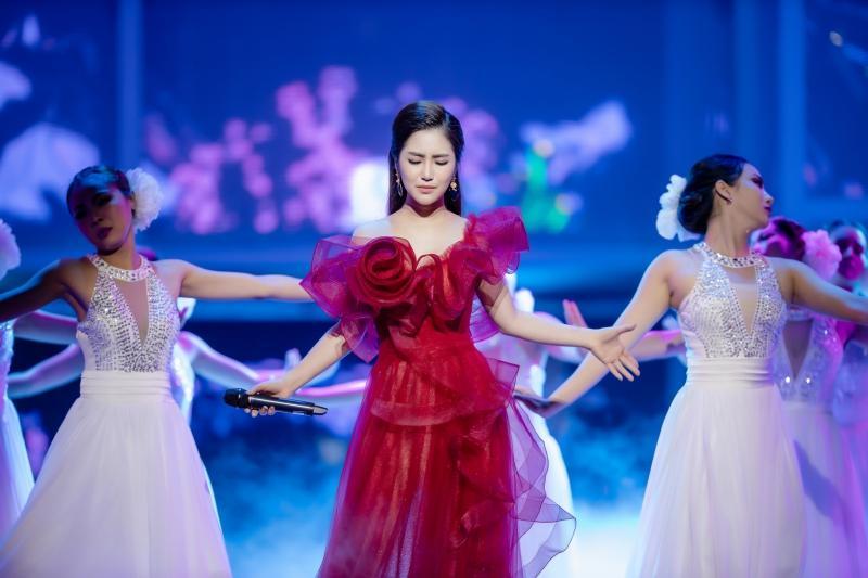 Liveshow đầu đời: Hương Tràm hát bằng hết sức bình sinh như thể ngày mai sẽ giải nghệ-7