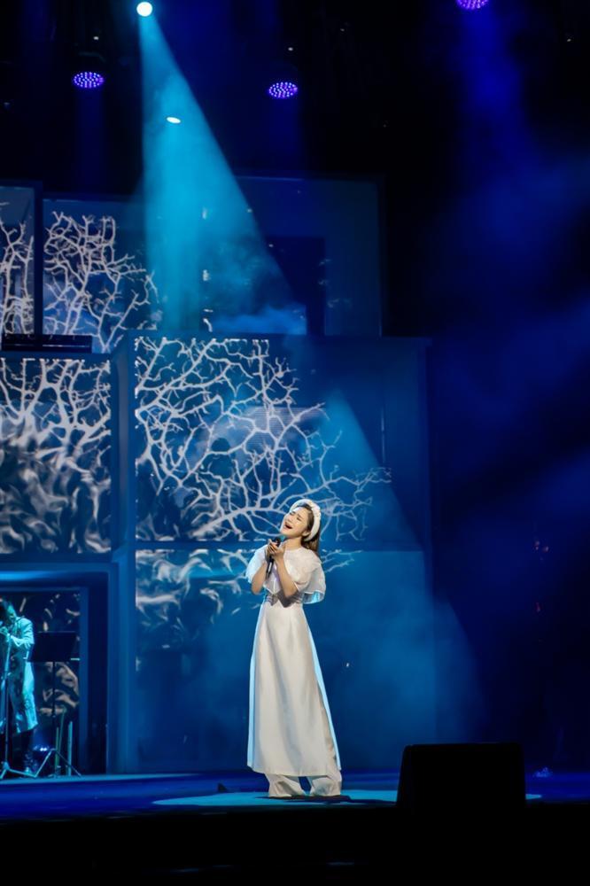 Liveshow đầu đời: Hương Tràm hát bằng hết sức bình sinh như thể ngày mai sẽ giải nghệ-14