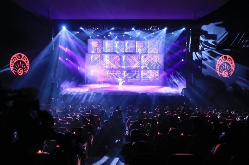 Liveshow đầu đời: Hương Tràm hát bằng hết sức bình sinh như thể ngày mai sẽ giải nghệ-15