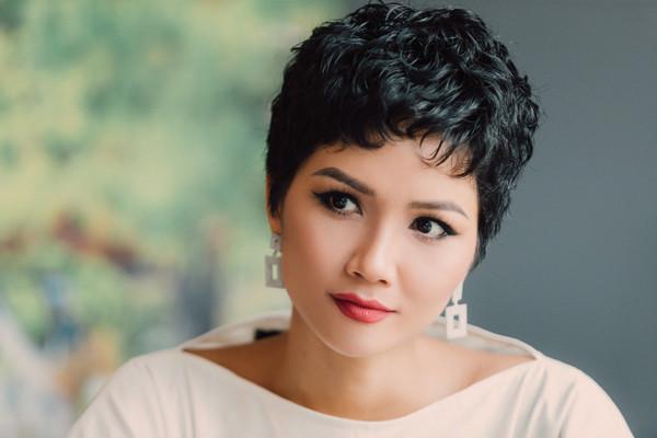 Khoe ảnh tóc xoăn má phính, HHen Niê được fan toàn thế giới ví như cô nàng nóng bỏng Betty Boop-2
