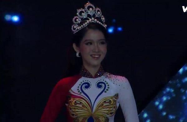 Hàng nhái của tuyệt phẩm vương miện Mikimoto xuất hiện ngày một tràn lan trong showbiz Việt-3