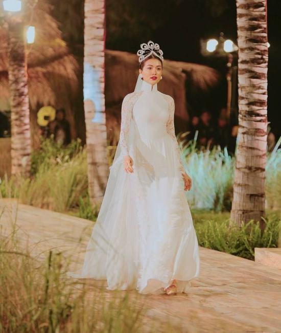 Hàng nhái của tuyệt phẩm vương miện Mikimoto xuất hiện ngày một tràn lan trong showbiz Việt-14