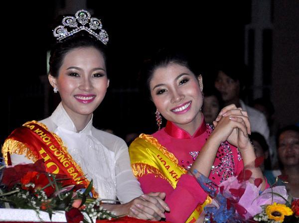 Hàng nhái của tuyệt phẩm vương miện Mikimoto xuất hiện ngày một tràn lan trong showbiz Việt-16