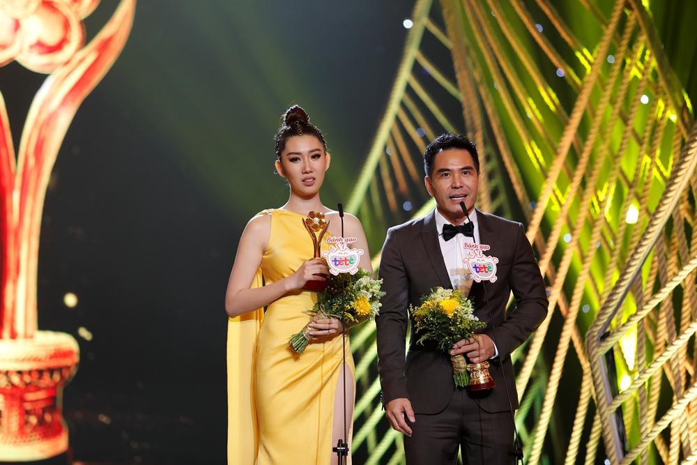 Mặc kệ khán giả tẩy chay, Gạo nếp gạo tẻ vẫn thắng lớn với 4 giải thưởng tại Mai Vàng 2019-5