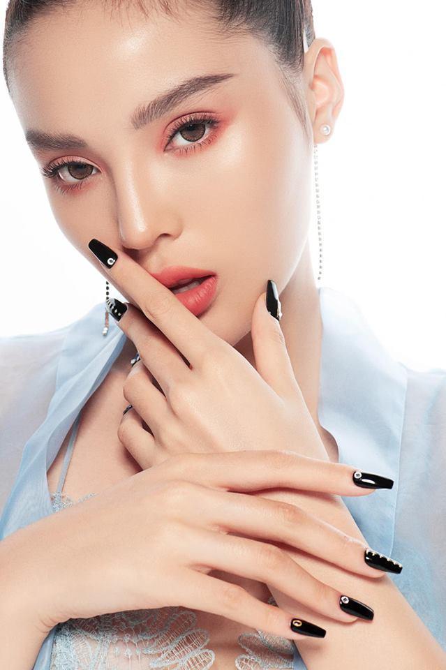 Tự phục vụ khách tại tiệm nail, Hoa hậu Kỳ Duyên bị nhắc nhở đeo bao tay tránh lây nhiễm bệnh xã hội-5