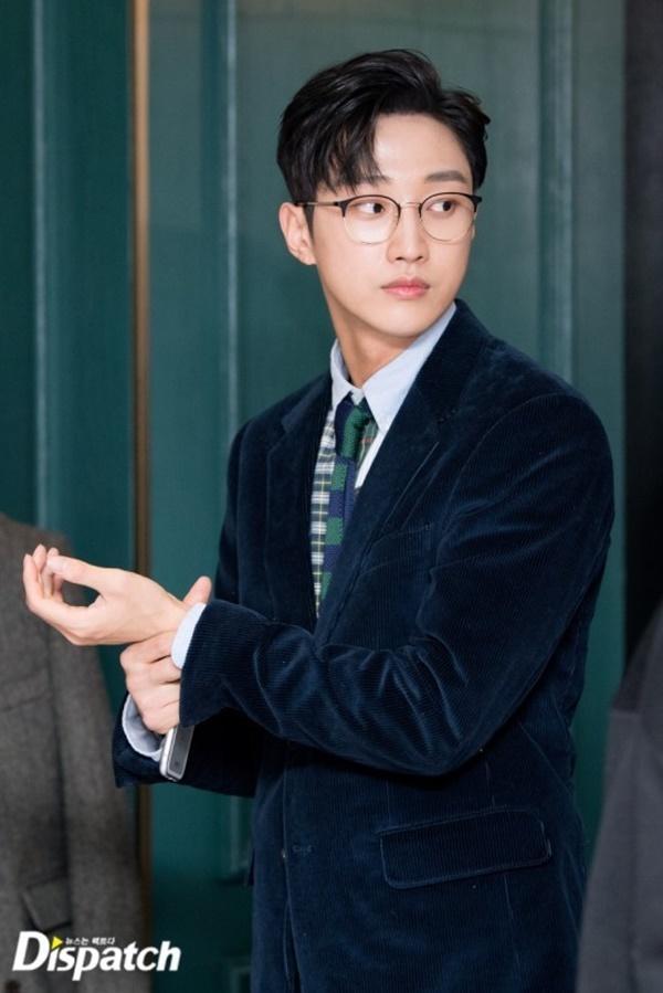 Ngỡ ngàng trước màn lột xác ngoạn mục của Jinyoung (B1A4) trong Đại ca hóa soái ca-3