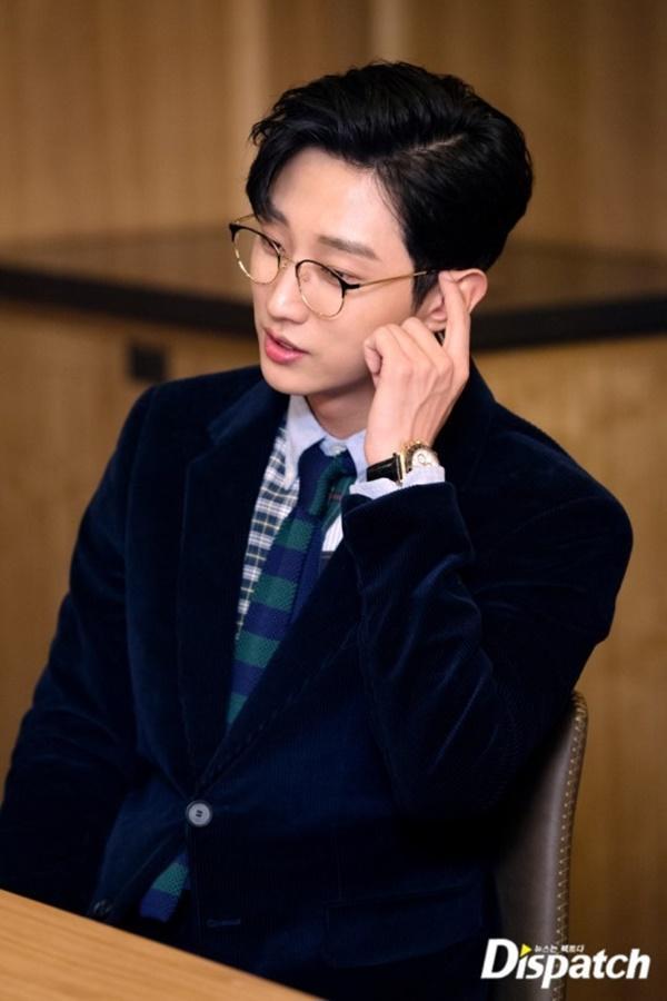 Ngỡ ngàng trước màn lột xác ngoạn mục của Jinyoung (B1A4) trong Đại ca hóa soái ca-10