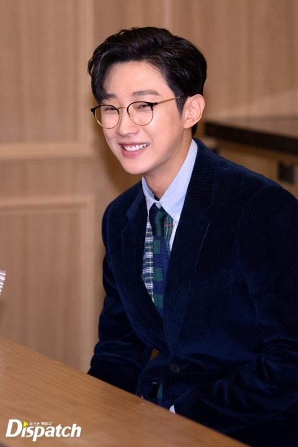 Ngỡ ngàng trước màn lột xác ngoạn mục của Jinyoung (B1A4) trong Đại ca hóa soái ca-11