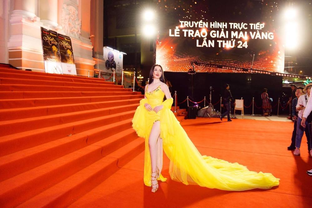 Bị chỉ trích làm lố trên thảm đỏ Mai Vàng dù không được mời, Thư Dung khẳng định có vé tham dự lễ trao giải-1