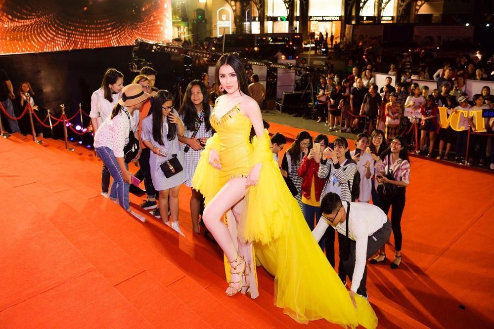 Bị chỉ trích làm lố trên thảm đỏ Mai Vàng dù không được mời, Thư Dung khẳng định có vé tham dự lễ trao giải-3